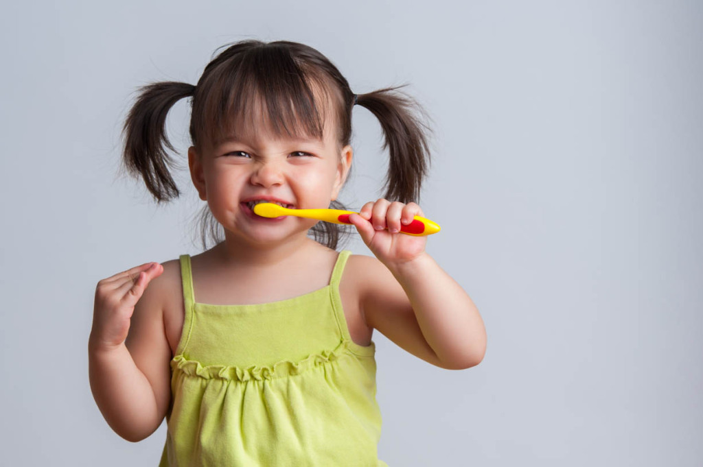 Teeth-cleaning-brushing-technique-for-kids